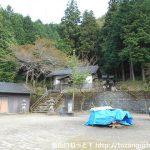 湯本神社の境内前
