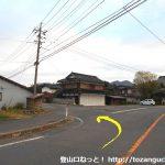 上福田バス停前から西側のわき道に入る
