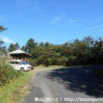 津黒山登山口手前の展望台と駐車場