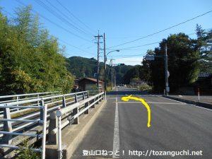 国道179号線から寺ヶ原の方に入る