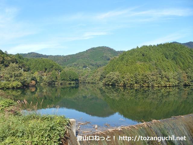 黒沢山の登山口となる昭和池