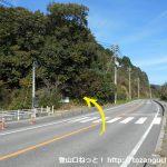 由加神社のすぐ先の横断歩道前から左に入る