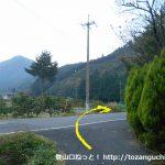 知和駅前の小路を進み車道に出たら右折する