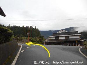 日名倉神社の手前の三叉路