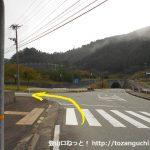 県道39号線のゴルフ場口バス停横から左に入る