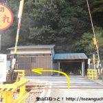 竹田駅の北側の踏切を渡ったら左折