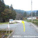 高丸山・ボード―杉の登山口手前のT字路