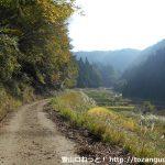 蘇武山の寺河内登山口に行く途中の農道