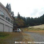競技センター横から蘇武岳への登山コースに入る