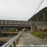 林道鬼ヶ城線に行く途中のJR高架下