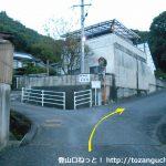 高蔵神社に行く途中の住宅街の小路の分岐を右へさらに右へ