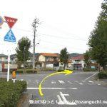 備前田井駅の駐車場前を右へ