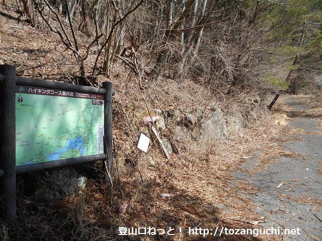 節刀ヶ岳の登山口となる大石峠入口