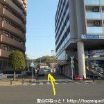 鶴巻温泉駅から旅館街の方に進む