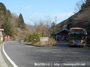 ヤビツ峠のバス回転場