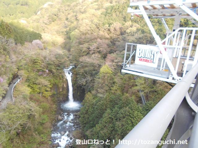 須津川渓谷橋から見下ろす大棚ノ滝
