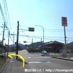 桑谷バス停横の交差点を左折