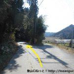 桑谷山の北側の林道の入口分岐