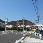 本宿駅から500mほどのところにあるファミマ前