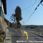 清浄苑の前の車道を直進