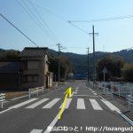 名電長沢駅前の車道を国道1号線の方に進む