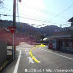 名電長沢駅から宮路山登山口に向かう途中で酒屋さんの角を右折する