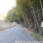 宮路山に向かう林道の入口(小渡井の桝井戸側)