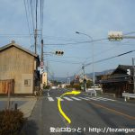 三河東郷駅の西側の信号を右に入る