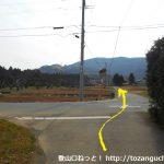 曽根バス停から滝堂林道に向かう途中の辻を直進