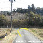 瓶割峠の富幕山登山口に行く途中でT字路にぶつかったところ