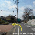 長山駅南側の辻を右折してすぐ左折する