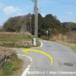 長山駅の東側の踏切を渡ったらすぐ先のT字路を左折