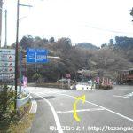 奥山バス停西側の分岐