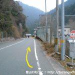 瀬戸バス停から中沢登山口の方に歩く
