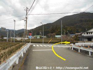 田野口駅の南側で右折して橋を渡って国道362号線に出たところ