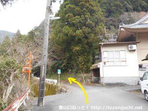 白髭神社の先の少林院横にある林道平野線の入口
