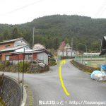 中沢峠登山口に向かう林道の入口