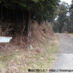 休暇村富士の入口横にある長者ヶ岳登山口