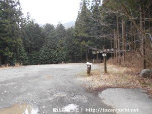朝霧高原の毛無山登山口の駐車場