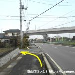竹居バス停北側から左の小路に入る