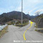 檜峯神社前バス停から坂道を上って国道137号線を横切ったらその先の分岐を右へ