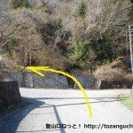 笹子駅出口から右の坂を上がった先のT字路を左折