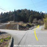 笹子変電所に向かう林道の登り口