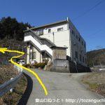 笹子変電所に向かう林道の登り口の上の分岐