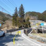 国道20号線の笹子トンネル手前から左のわき道に入り橋を渡る