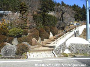 笹子トンネル南にある笹子雁ヶ腹摺山の登山口