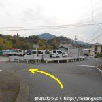 浜石岳に向かう途中の線路をくぐった先の分岐を左へ