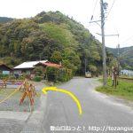 八高山のなだらかコースの入口手前の林道入口