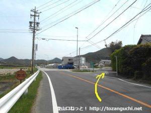 県道398号線から右のわき道に入る
