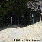 百蔵山登山口のある林道終点
